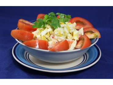 鮮蕃茄碎蛋薯仔沙律